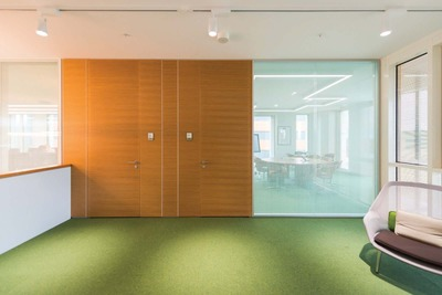Porte de salle de séance avec partie latérale